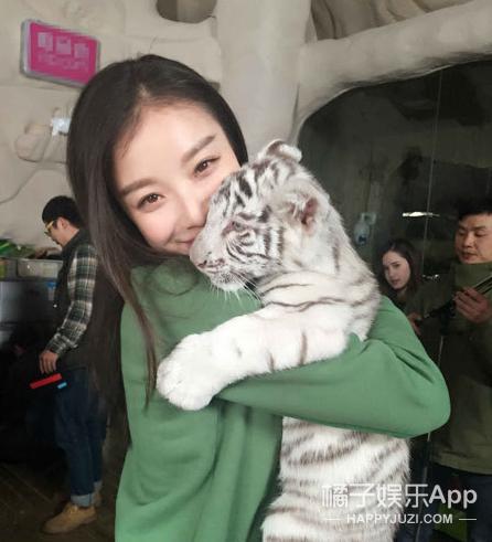 《狼图腾》冲击奥斯卡 冯绍峰已成娱乐圈里最会养动物的演员