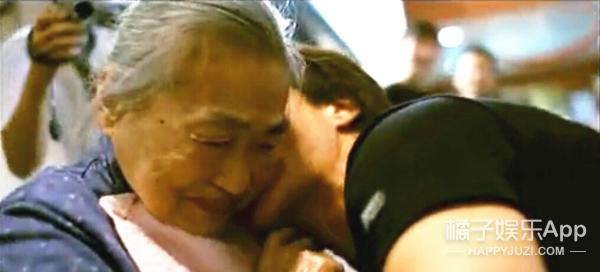 感人的不是《三城记》 而是时代里成龙父母那场永不分手的恋爱