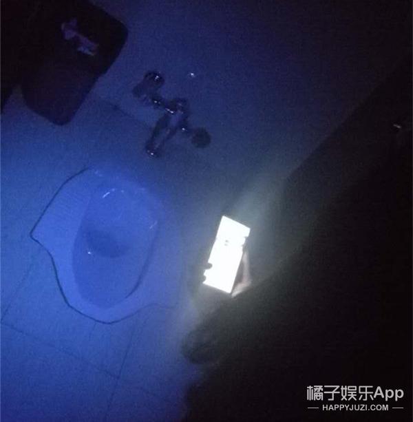 橘子实验室 | 鬼节作死!听说手机不仅能变紫外灯照出的东西还让人脊背发凉!