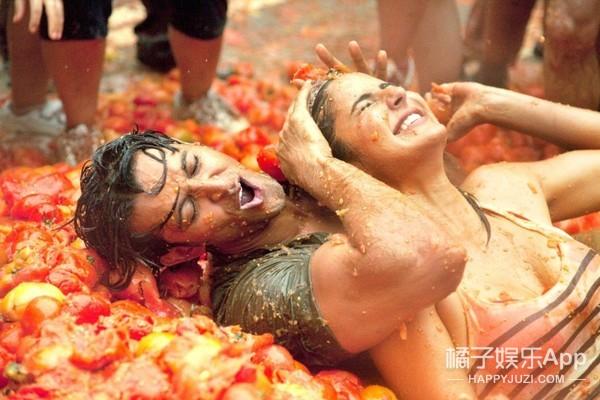 城会玩!西班牙番茄大战,2万多人扔150吨番茄湿身狂欢!