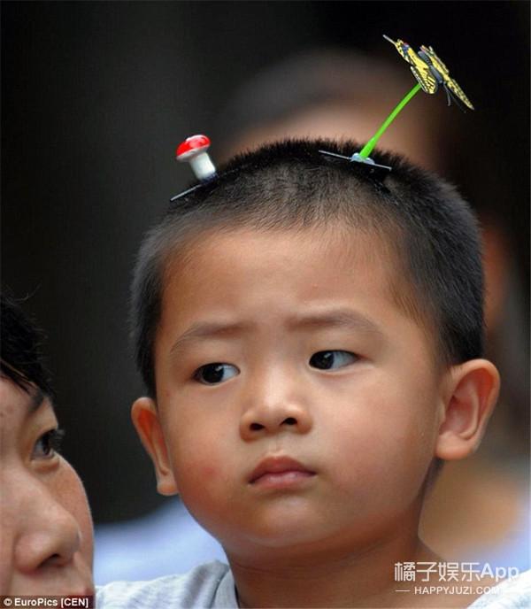 """看来风靡成都的""""豆芽花发卡""""要被权志龙引进韩国了......"""