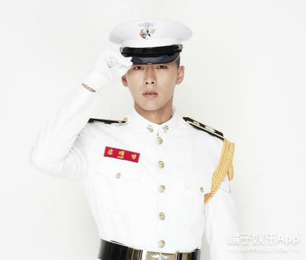 舔屏啦!快看穿军装的韩国欧巴如何上演制服诱惑