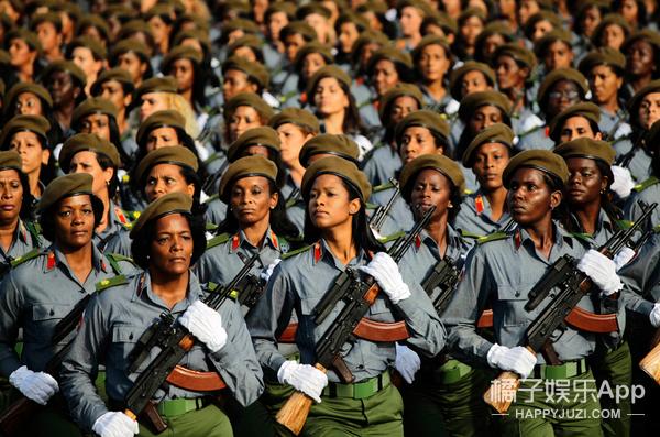 各国女兵军装长啥样?一比就感觉我大中国的军装超棒哒!