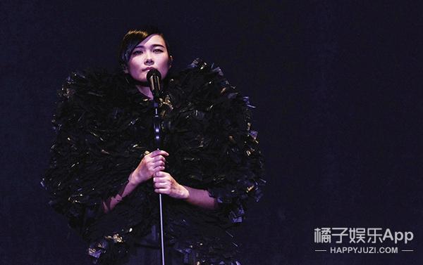 风华绝代自成女王,李宇春惊艳舞台造型大盘点!