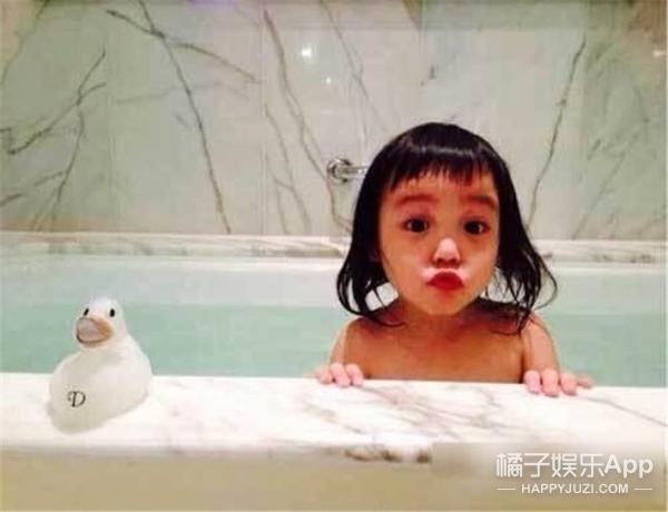 赵薇丑胖又咋啦?人家的女儿美着呢!