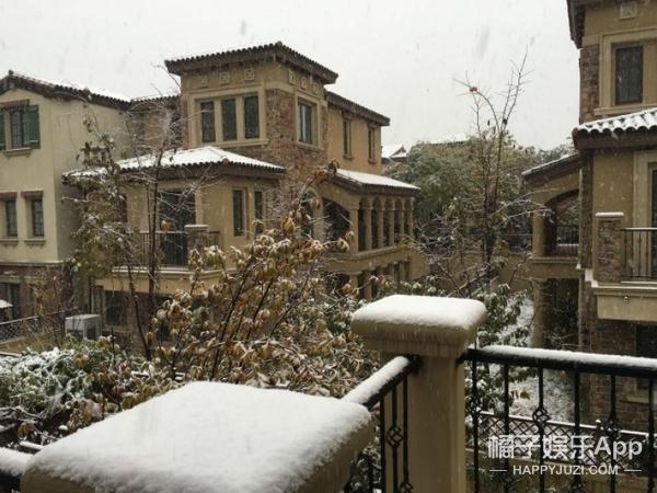 雪!来!啦!北京下起2015年的第一场雪,那叫一个冷...