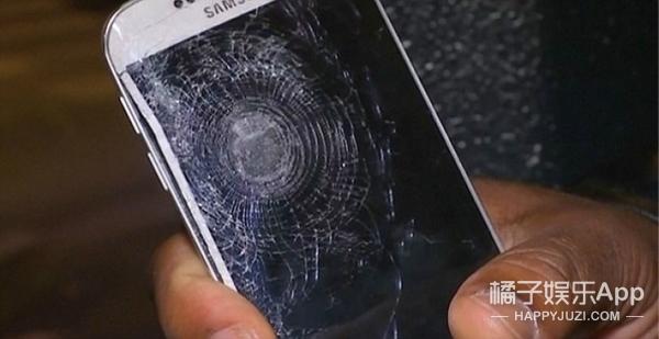 这应该是巴黎枪击案最幸运的人,关键时刻手机竟然救了他一命!