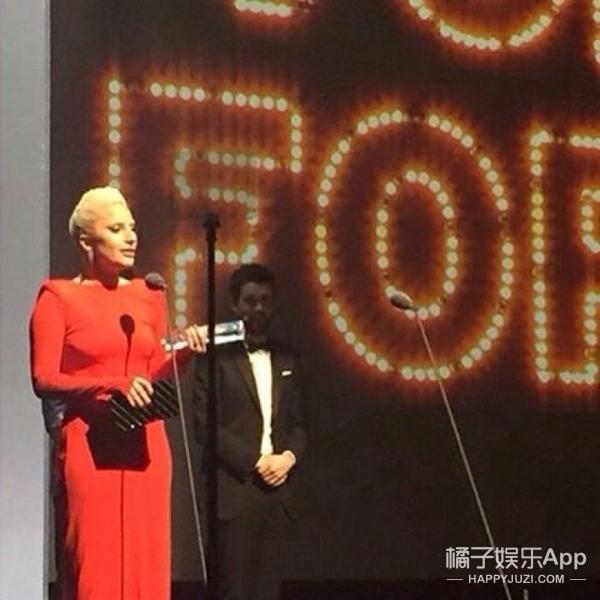 超养眼   贝嫂晒老公, Gaga一身红,全英国最会穿的都来了!