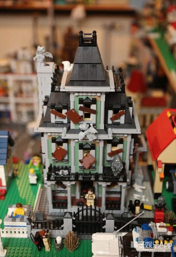 这对父子用了5年时间,花1万块建了一座小城!