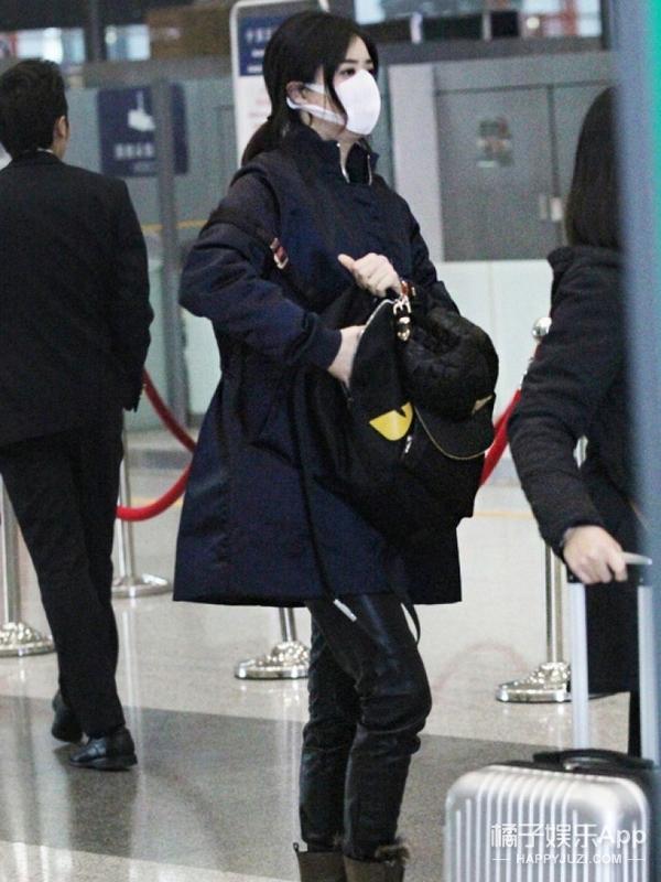 明星同款 | 蒋欣也穿上它们了,难道她也是个爱潮之人?