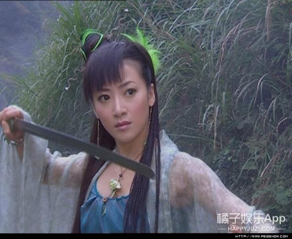 她是赵薇情敌,曾被骗拍全裸照,如今浴火重生勇敢爆料潜规则