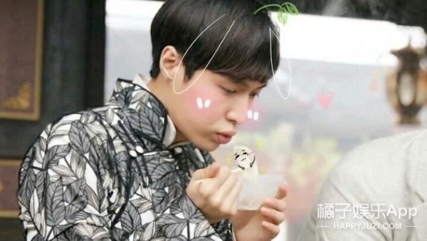 张艺兴吃个饺子为什么戏那么足?