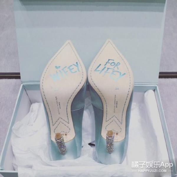 胡杏儿幸福大婚 限量版婚鞋 金丝旗袍 黄金首饰全都有