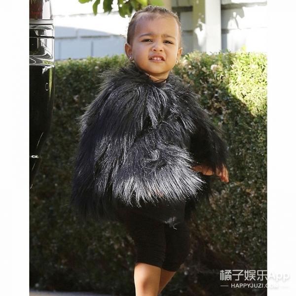 这娃才4岁,就穿上万块的貂儿,打小就是一个大写的壕!