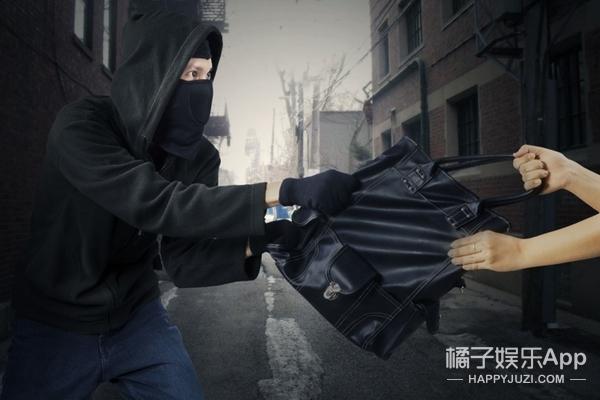 机智小伙5000韩元忽悠劫匪,27元保住苹果手机成功脱险