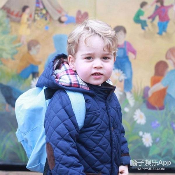 乔治小王子上学第一天 就穿200块皇室蓝夹克一点都不耍大牌