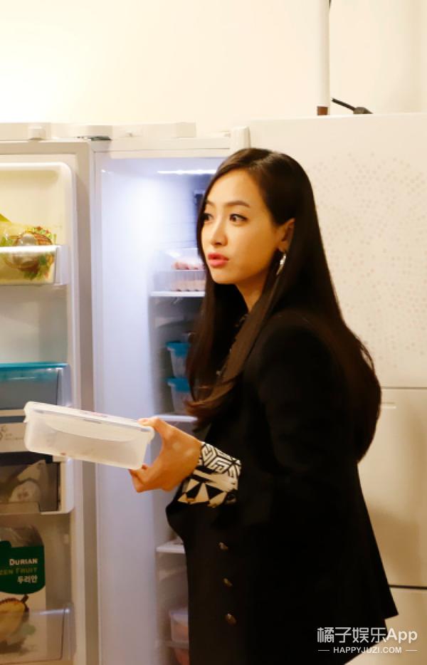 《你看起来很好吃》崔始源冰箱里竟然藏着女生丝袜?!还有EXO世勋和KAI首献双子秀!