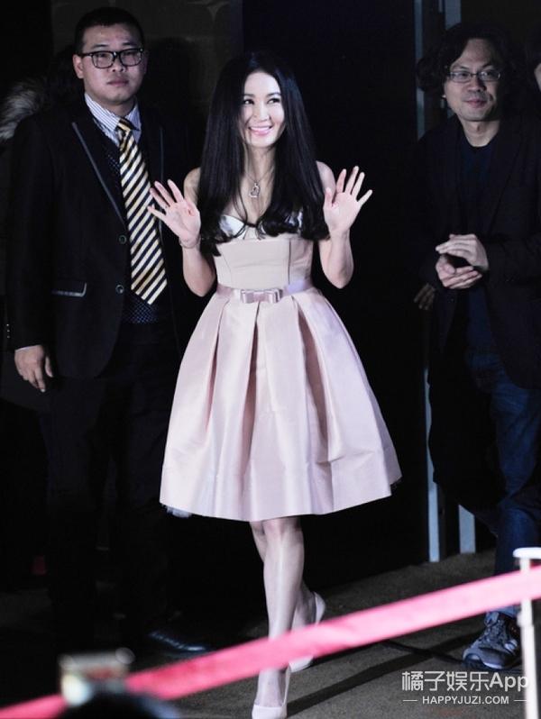 49岁温碧霞超粉嫩,原来是靠它们变身可爱少女!