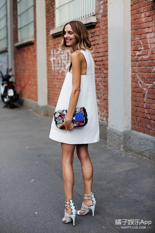阿Sa黑白皮裙优雅范十足,动动下摆竟出现大长腿!