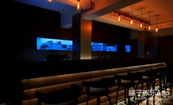 【过年出去浪】新加坡黑暗餐厅:一片黑中你都不知道吃的是啥!