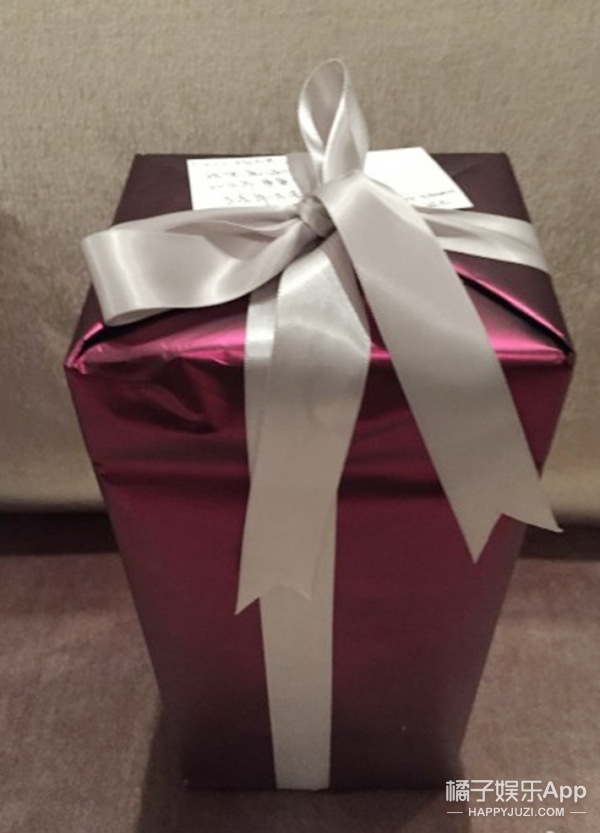 原来白富美、高富帅的明星们,新年都收到了这些礼物......