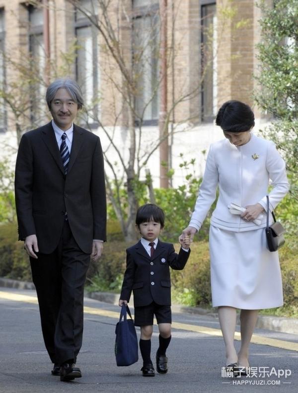 日本9岁小皇子上学受追捧,女同学:要给他做皇妃
