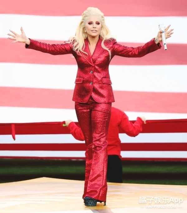 """GaGa超级碗这身红衣服,竟然跟一只""""火鸡""""撞衫了!"""