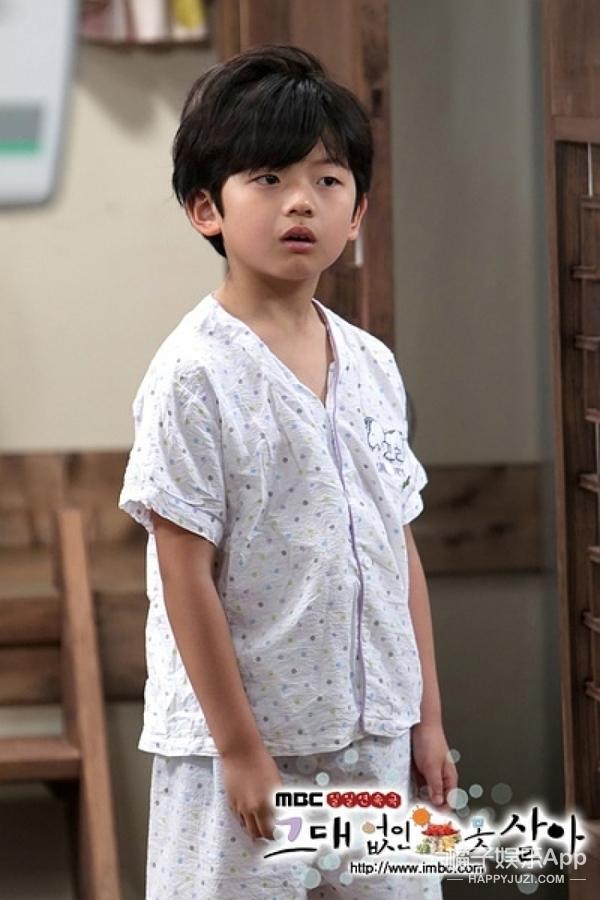 还记得《非常主播》里的表情包男孩吗?他现在这么帅了?