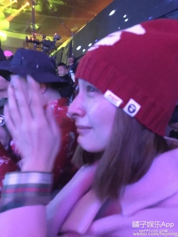 张信哲又把吴昕弄哭了!这次是在快本的舞台上...