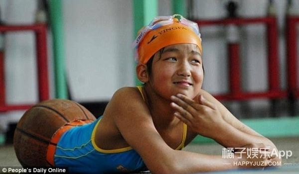 """还记得这个""""篮球姑娘""""吗?她现在已经拿了好几次游泳冠军了!"""