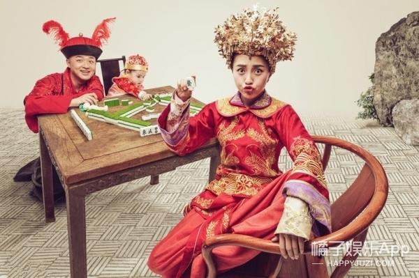 见过在麻将桌上拍婚纱照的么?包贝尔夫妇应该是第一个这么干的...