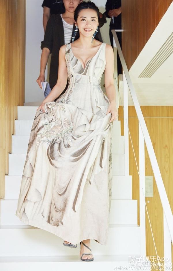H&M环保活动   谁说时尚和旧衣无缘,姚晨穿旧衣气质满分!