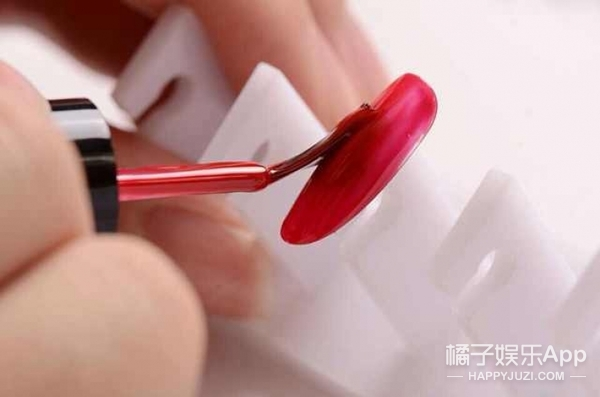 测 | 你适合哪个色系的指甲油?