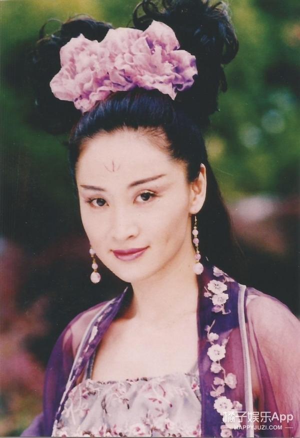 还记得《绝代双骄》里的移花宫宫主邀月吗?她现在长这样啦!