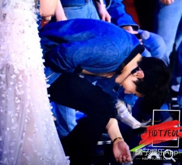 张艺兴在节目中晕倒,每个人气明星都有一个让人心疼的时刻