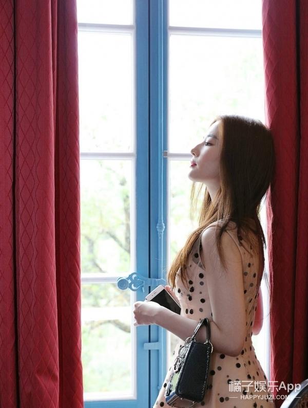 被刘亦菲在墨山城堡的美颜惊艳到了,美的是正在看风景的你