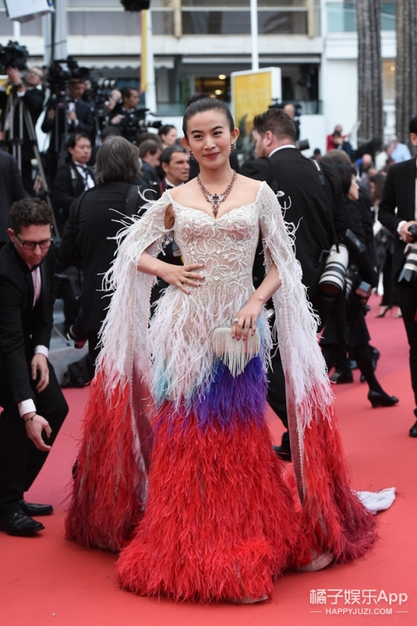 巩皇压场的戛纳红毯 最美和最丑你说了算