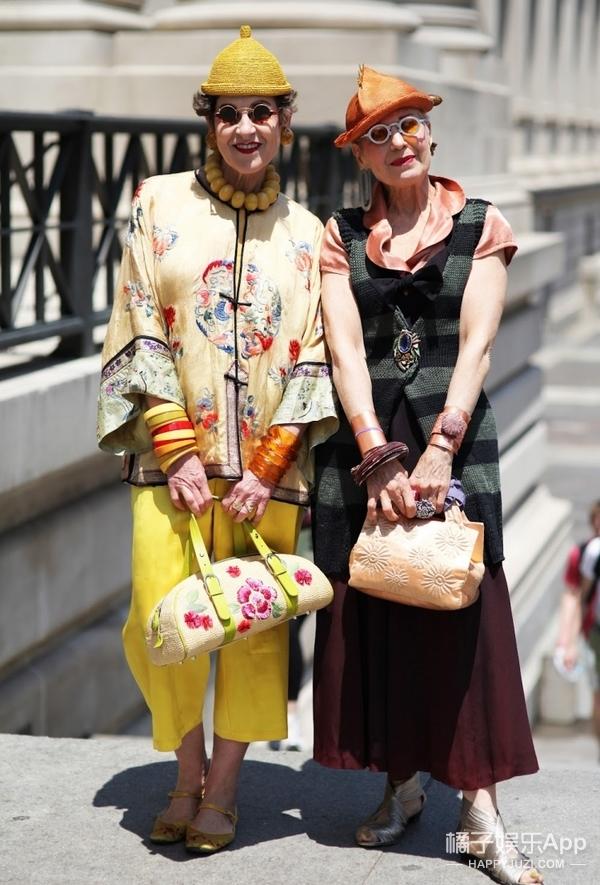 这个66岁奶奶被街拍鼻祖Bill拍了30年,她有200多顶美翻的古董帽!