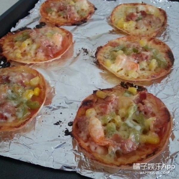 一口一个的迷你小披萨!原来饺子皮还能这么玩!