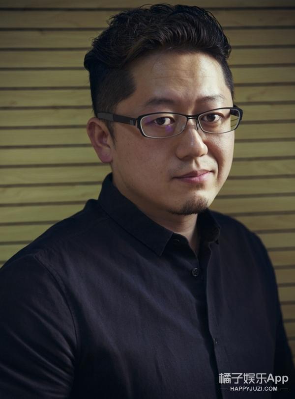还有一部文艺片和《百鸟朝凤》同期上映,导演还在租房,他坐地铁来受访
