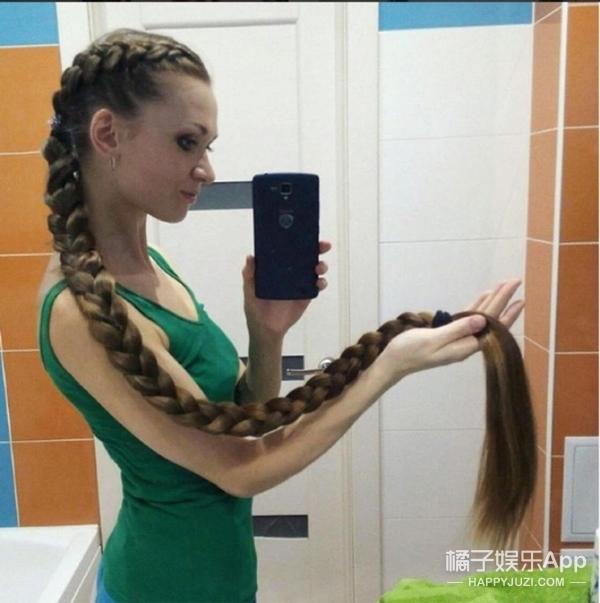 美!俄罗斯女孩13年没剪头发,及腿长发吸粉10万!