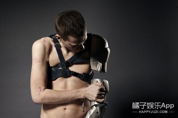 """他的现实版""""冬兵""""机械臂,功能多的是要去拯救世界吗?"""
