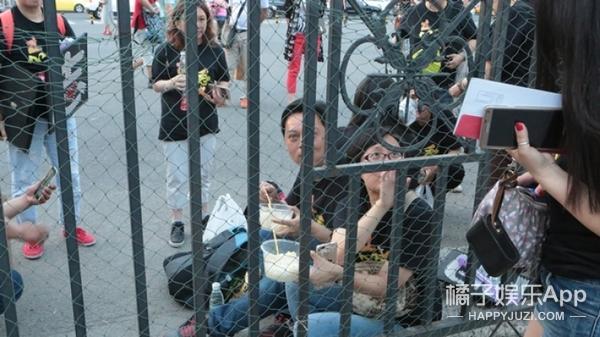 【开眼】陈志朋演唱会:小虎队没能合体,我们却全哭了