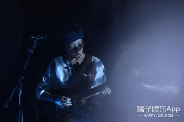 【开眼】窦靖童Stone Cafe音乐分享会:她说,每个人都是独一无二的