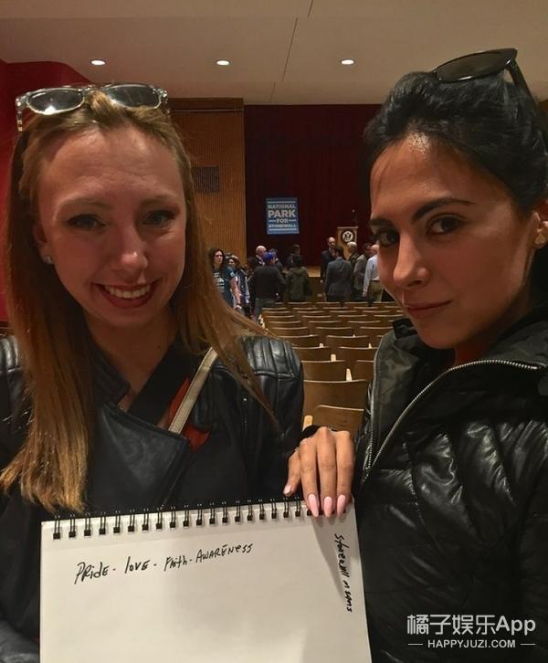 为支持美国第一个纪念同性恋运动遗址,他们举牌发声!