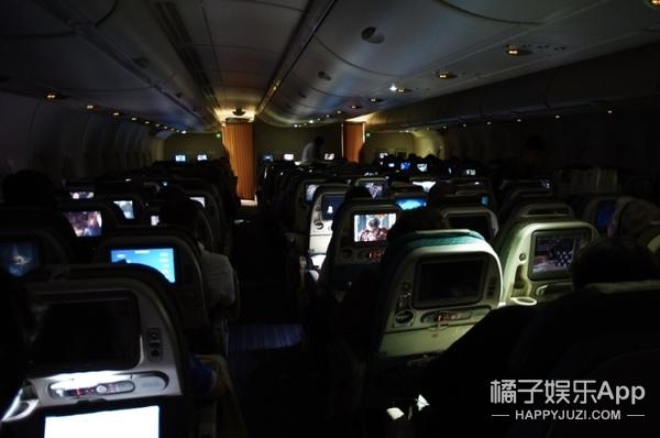 【真相帝】飞机上有隐藏空间,空姐都藏在这!