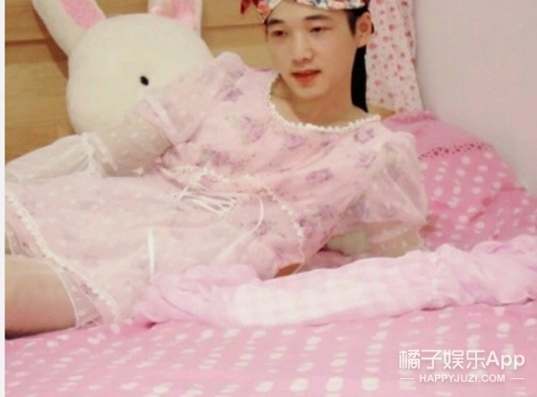 【奇葩买家秀】当一个爱美的男孩穿上了公主风连衣裙