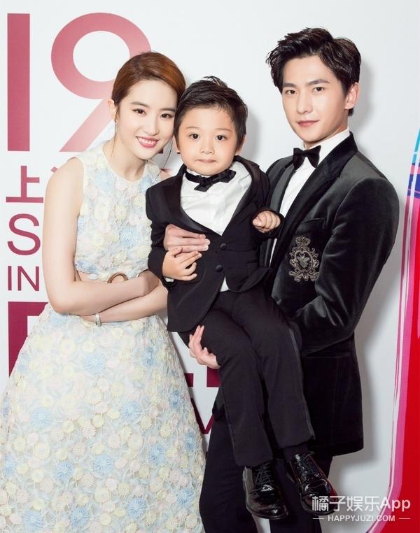 杨洋抱孩子像扛面袋,谁能教教他正确的抱娃姿势啊