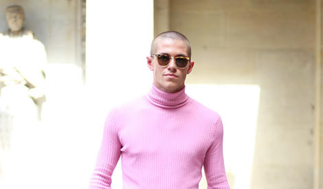 来巴黎看秀的潮人们都怎么穿?看这组街拍就够了