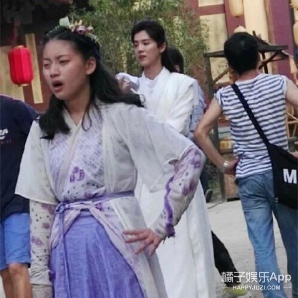 终于见到会动的古装鹿晗了,吴倩的表情真迷妹啊